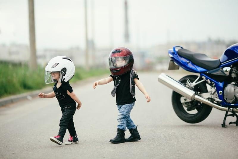 Who to wear a helmet