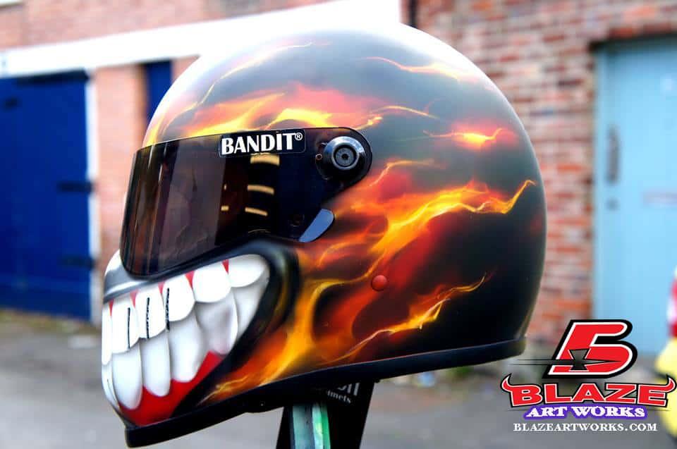 airbrush-smiley-helmet